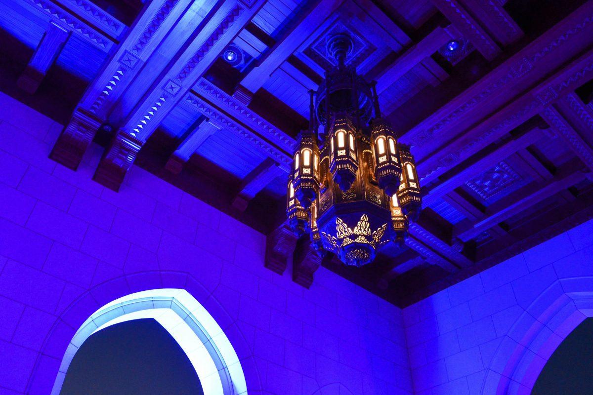 Das gesamte Interieur der Oper in Muscat, Oman, ist mit kostbaren Marmorböden und Vertäfelungen, sowie der modernsten Technik ausgestattet - © FRASHO / franks-travelbox