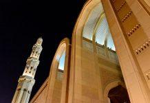 Die 5 Minarette der Großen Moschee von Muscat stehen für die 5 Säulen des Islam, Oman - © FRASHO / franks-travelbox