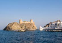 Die Festung Jalali thront am östlichen Ende von Muscat auf einem prominenten Felsvorsprung und zählt zu den schönsten Festungsanlagen im Oman - © FRASHO / franks-travelbox