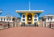 Zwei Jahre nach seiner Machtergreifung im Juli 1970 erweckte Sultan Qaboos den Sultanspalast von Muscat aus seinem Dornröschenschlaf, Oman - © FRASHO / franks-travelbox