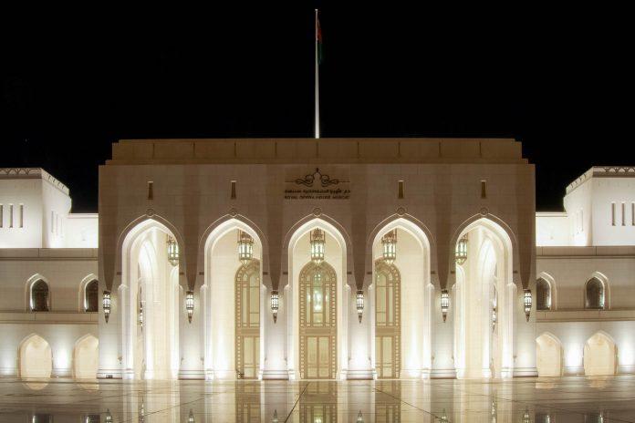Die Oper in der omanischen Hauptstadt Muscat wurde 2011 eröffnet und ist laut der internationalen Presse ein Must-See für jeden Opernfan, Oman - © Daniele Caputo / Shutterstock