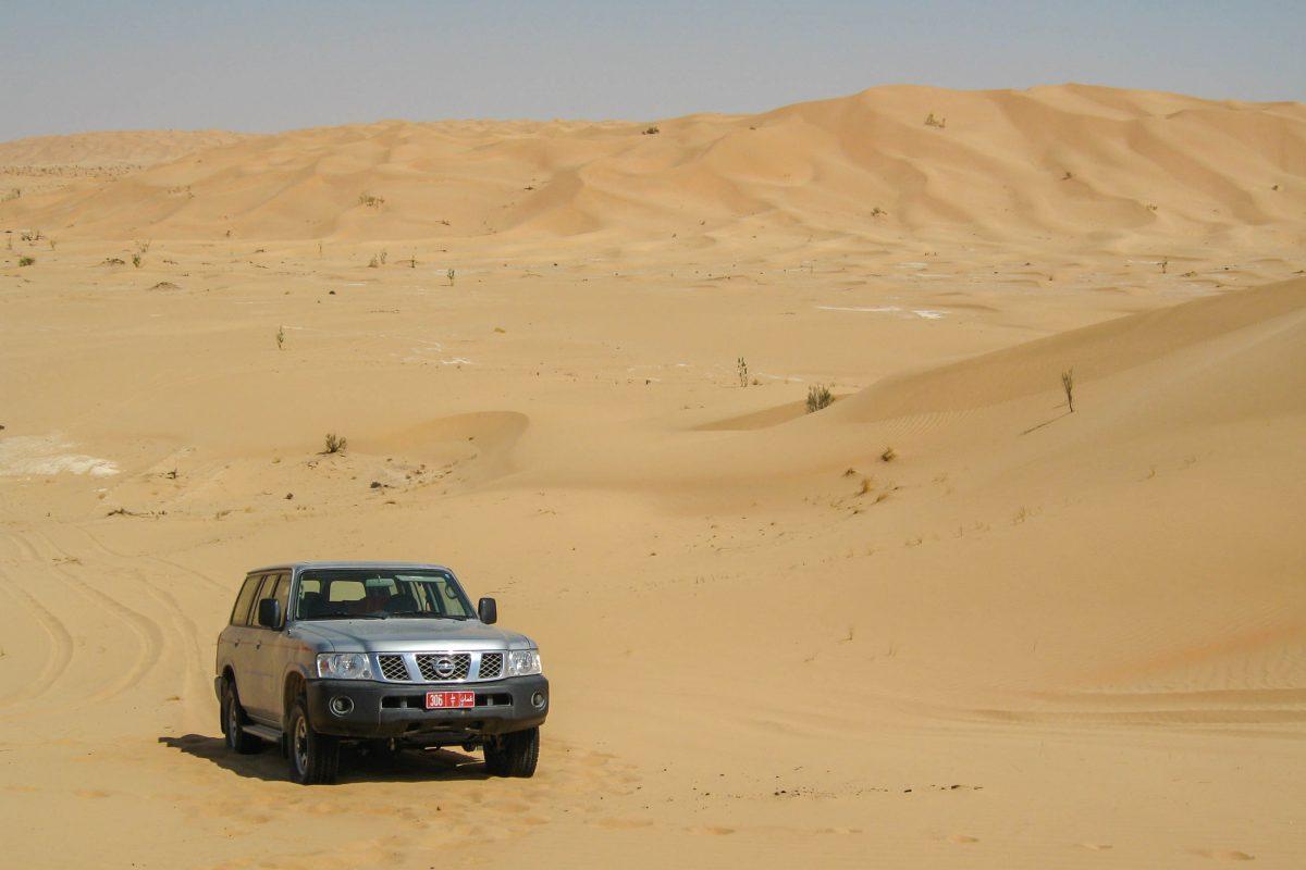 Ohne Wüstenausrüstung sind Ausflüge durch die Sanddünen mit dem Geländewagen nur am Rande der faszinierenden Rub al-Khali möglich, Oman - © FRASHO / franks-travelbox