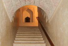 Stiegenaufgang im Schloss Jabrin, Oman - © FRASHO / franks-travelbox