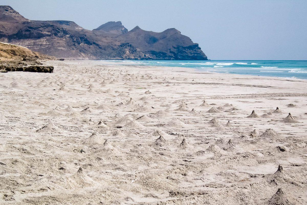 Traumhafter Sandstrand beim Fischerdorf Mughsayl, Oman - © FRASHO, franks-travelbox
