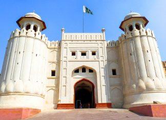"""Die monumentale Festung in der Stadt Lahore wird Shahi Qila (""""Königliches Fort"""") genannt und umfasst eine Fläche von 20 Hektar, Pakistan - © Naiyyer / Fotolia"""