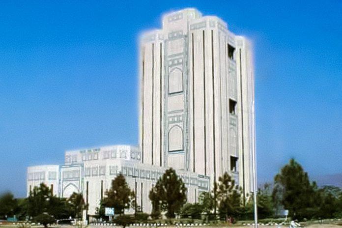 Der gigantische Saudi Pak Turm erhebt sich über dem Wirtschafts- und Geschäftszentrum von Islamabad in Pakistan - © Jaws4 PD/Wiki
