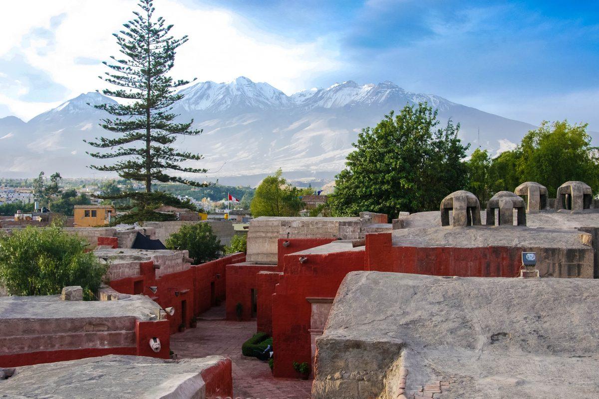 Die gesamte Anlage des Klosters Santa Catalina in Arequipa, Peru, wurde im 17. Jahrhundert auf eine Fläche von 20.000m2 erweitert - © flog / franks-travelbox