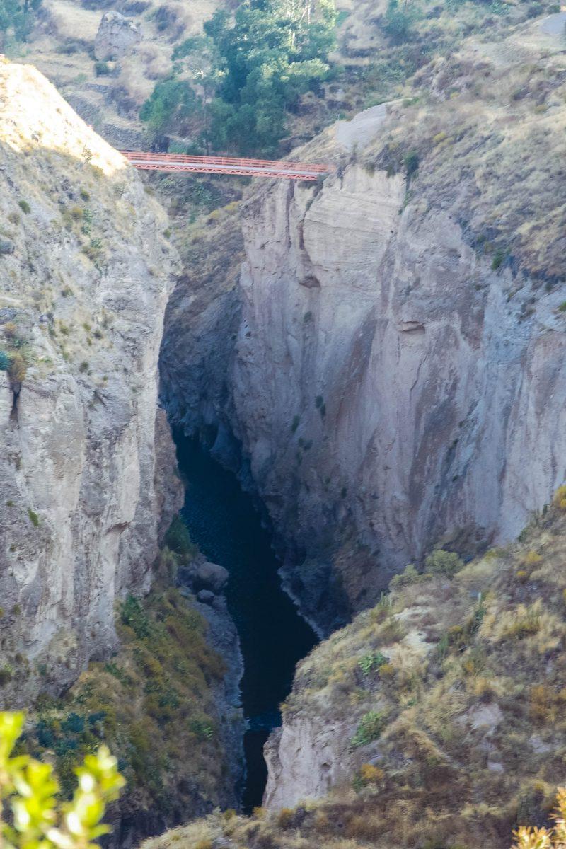 Der Cañón de Colca 100km nördlich von Arequipa im südlichen Peru ist angeblich die tiefste Schlucht der Welt - © flog / franks-travelbox