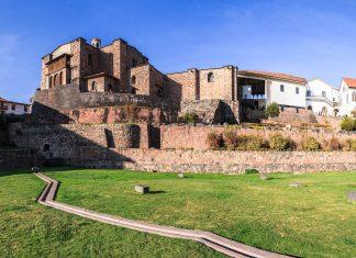 Der Tempel Coricancha in der ehemaligen Inkahauptstadt Cusco in den Anden des südöstlichen Peru - © Christian Vinces / Shutterstock