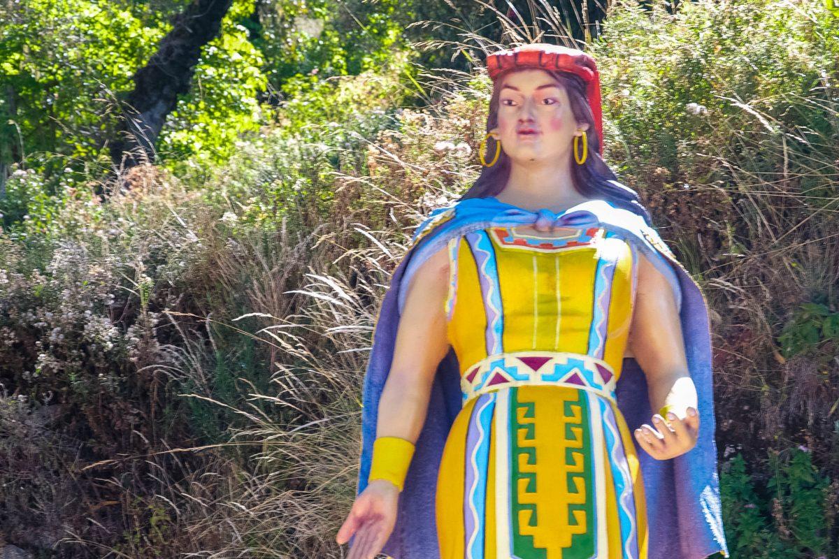 Die Statue von Mama Ocllo, Frau des ersten Inka Manco Cápac, erinnert an die legendäre Geburtsstätte der Inka auf der Isla del Sol im Titicaca-See, Bolivien - © flog / franks-travelbox