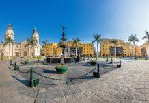 Der Plaza Mayor ist die Geburtsstätte von Lima und bis heute Zentrum der historischen Altstadt, Peru - © Christian Vinces / Shutterstock