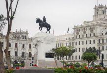 Der Plaza San Martin zählt mit Grünflächen, Lokalen und eleganten Bauten zu den schönsten Sehenswürdigkeiten von Lima, Peru - © flog / franks-travelbox