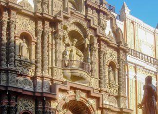Die Iglesia La Merced in der historischen Altstadt von Lima gilt mit ihrer detailreichen Fassade als Paradebeispiel für Barockarchitektur in Lima, Peru - © Miguel Angel Chong CC BY SA3.0/W