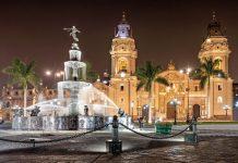 Umringt von kulturhistorisch wertvollen Bauten gilt der Plaza Mayor als wichtigste Sehenswürdigkeit von Lima, Peru - © saiko3p / Shutterstock