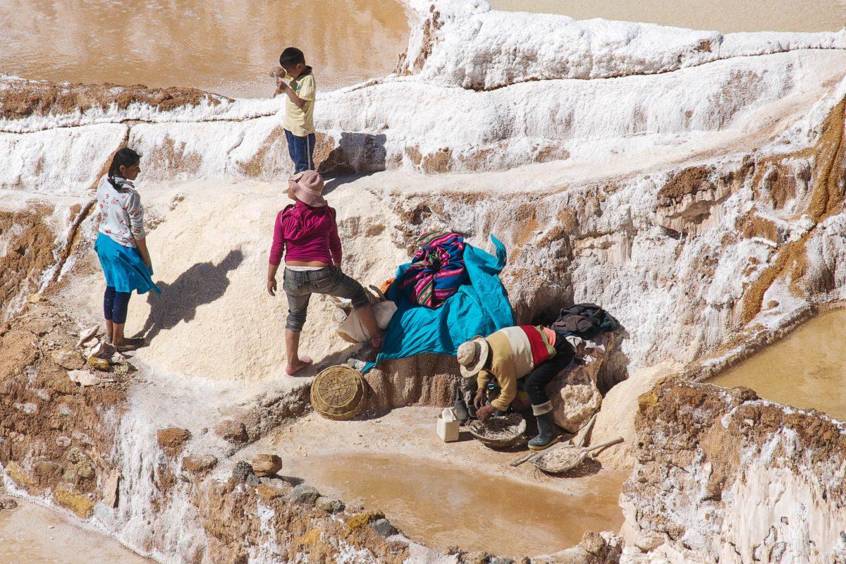 Die uralten Salinen von Maras bilden noch heute die Lebensgrundlage der regionalen Bevölkerung, Peru - © flog / franks-travelbox
