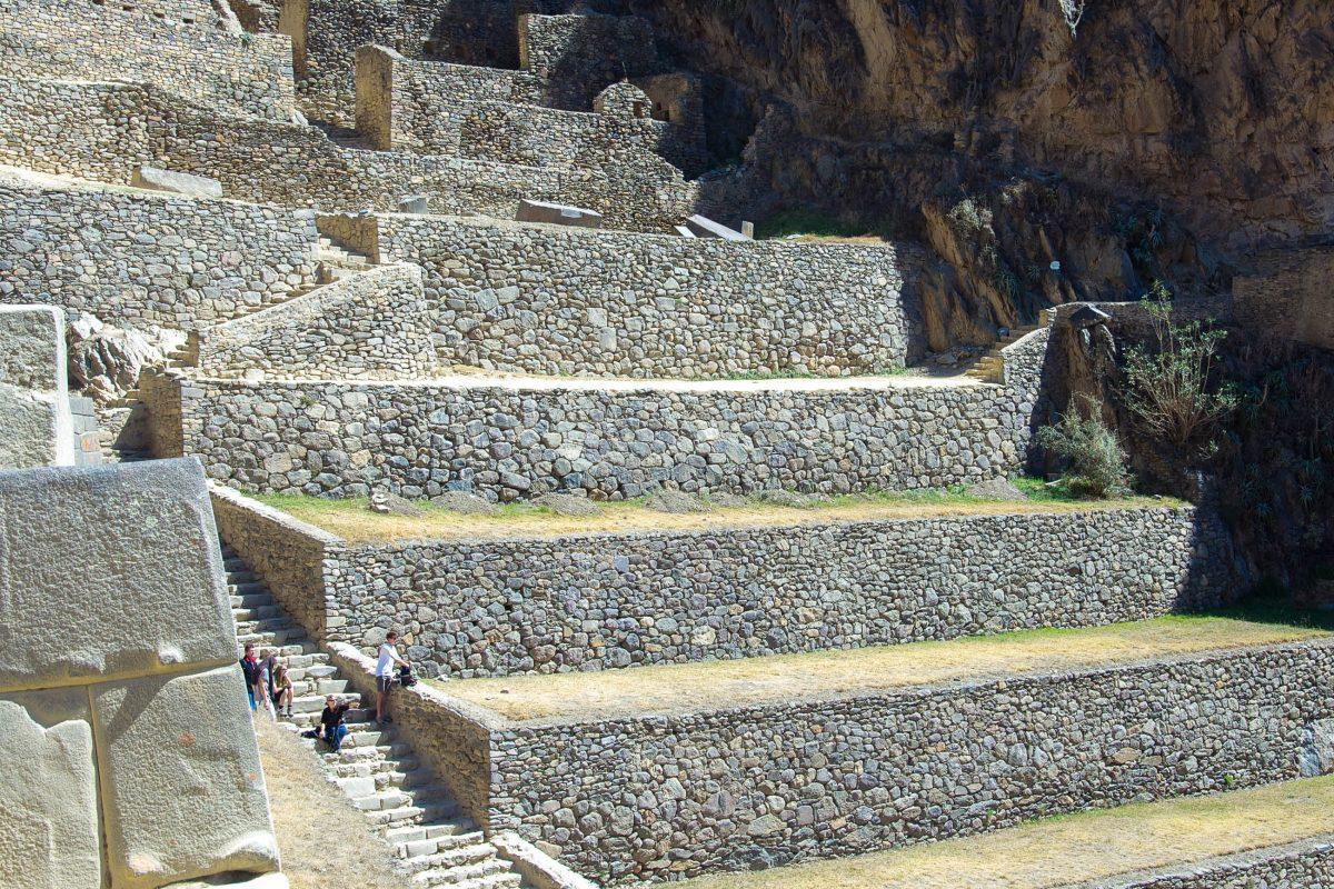 Der Aufstieg in die einstige Inka-Stadt Ollantaytambo im südlichen Peru führt über Treppen, Treppen und nochmals Treppen - © flog / franks-travelbox
