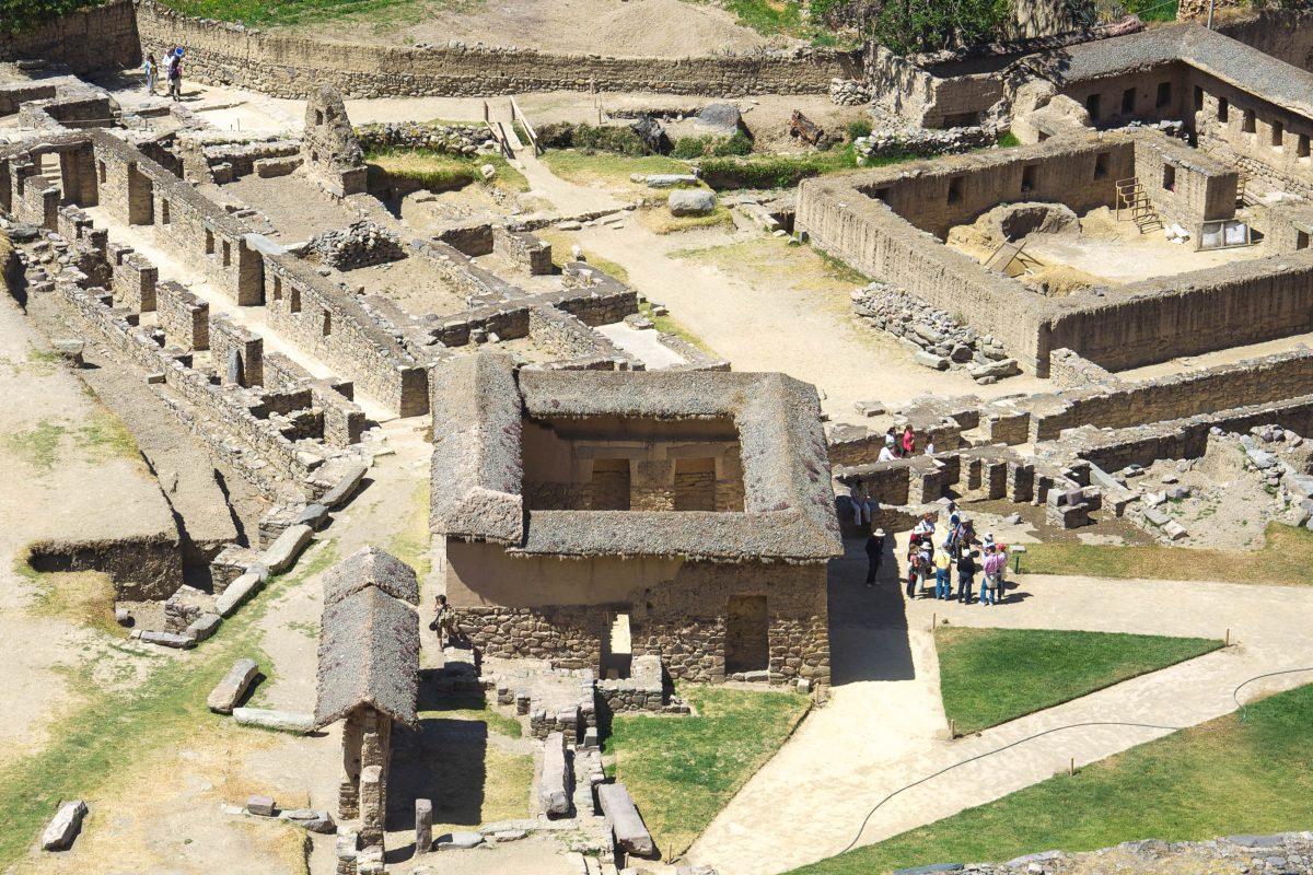 Die Gebäude, Terrassen, Plätze und Gassen von Ollantaytambo, einer Inka-Siedlung aus dem 15. Jahrhundert, sind heute noch gut erkennbar, Peru - © flog / franks-travelbox