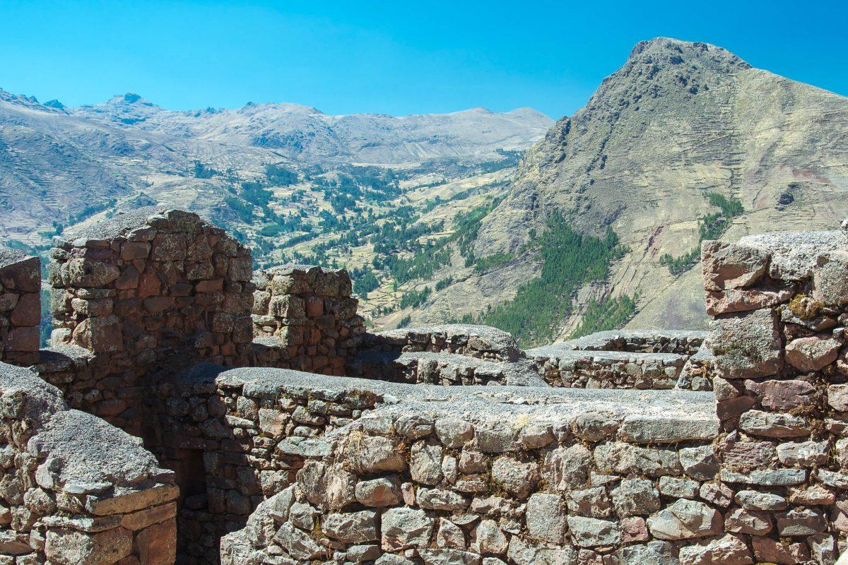 Das befestigte Pisac bewachte vermutlich früher den südlichen Eingang zum Heiligen Tal der Inka im Süden Perus - © flog / franks-travelbox