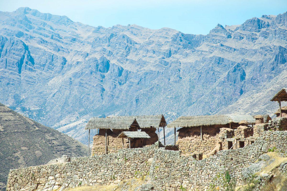 Seit Jahrhunderten thront ca. 600 Meter über Pisac im Heiligen Tal der Inka ein Zeremonien-Zentrum, dessen Mauern und Hütten heute noch gut zu sehen sind, Peru - © flog / franks-travelbox