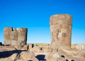 In Sillustani ganz in der Nähe des berühmten Titicaca-Sees sind die höchsten Grabtürme der Welt zu finden, Peru - © flog / franks-travelbox