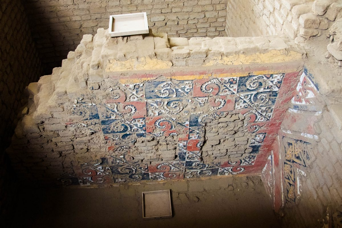 Auf geführten Touren lassen sich die kostbaren Wandmalereien im Mondtempel der Moche-Kultur entdecken, Peru - © flog / franks-travelbox