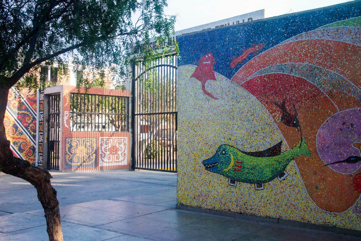 Eingangsportal zur Nationaluniversität in Trujillo, die von Simón Bolívar and José Faustino Sánchez Carrión gegründet wurde, Peru - © flog / franks-travelbox