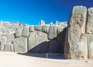 Wie die gigantischen Monolithen nach Sacsayhuamán geschleppt wurden, ist bis heute in Rätsel, Peru - © flog / franks-travelbox