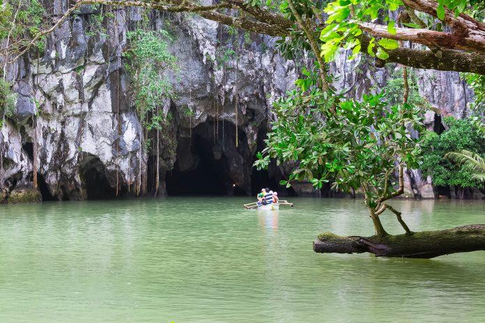 Der Puerto Princesa Subterranean River Nationalpark beeindruckt durch seine unglaubliche Artenvielfalt und den unterirdisch befahrbaren Sabang-Fluss, Philippinen - © Ekaterina Pokrovsky / Shutterstock