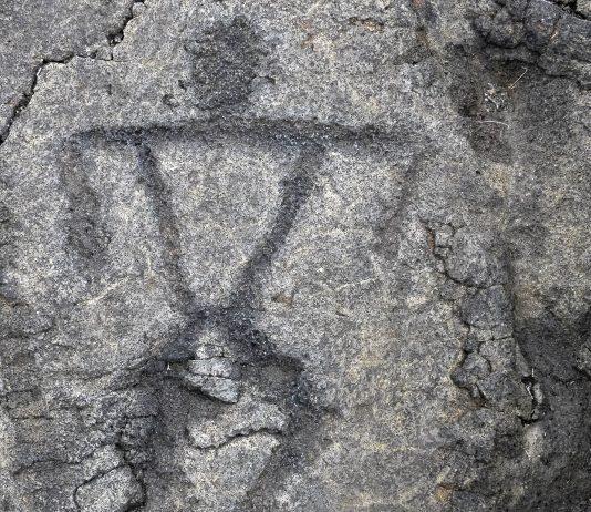 In Angono auf den Philippinen wurden vor etwa 4.000 Jahren über 120 verschiedene Figuren in den weichen Tuffstein eingraviert - © Nina B / Shutterstock