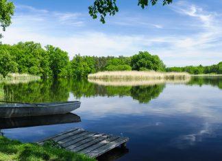 Einer der 2.700 Seen in der Masurischen Seenplatten, einem landschaftlichen Juwel im Nordosten Polens - © Rafal Cichawa / Shutterstock