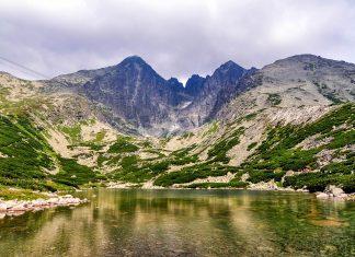Im Tatra Nationalpark in Polen findet man zahlreiche Bergseen in malerischen Tälern, Polen - © industrieblick / Fotolia