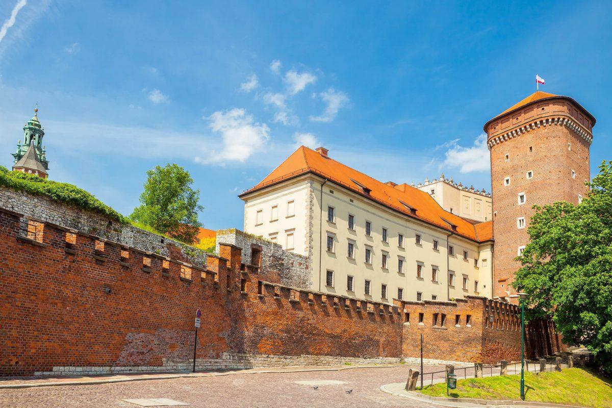 Das Wawel-Schloss in Polen zählt seit 1978 gemeinsam mit der Krakauer Altstadt zum Weltkulturerbe der UNESCO - © Niyazz / Shutterstock