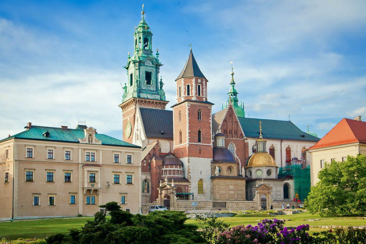 Die Kathedrale auf dem Wawel-Hügel in Krakau ist die wichtigste Kirche Polens und letzte Ruhestätte vieler polnischer Könige - © Anna Lurye / Shutterstock