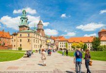 Im 16. Jahrhundert wurde aus der einstigen Burganlage des Wawel-Schlosses Krakaus prächtiger Renaissance-Palast, Polen - © Niyazz / Shutterstock