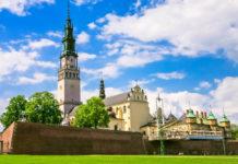 """Das Kloster Jasna Góra in der Stadt Częstochowa (Tschenstochau) gilt mit der """"Schwarzen Madonna"""" als spirituelles Zentrum Polens - © wajan / Fotolia"""