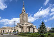 Der Kultur- und Wissenschaftspalast in Warschau, der im Jahr 1956 nach vierjähriger Bauzeit fertiggestellt wurde, ist mit 231m das höchste Gebäude Polens  - © jacek_kadaj / Fotolia