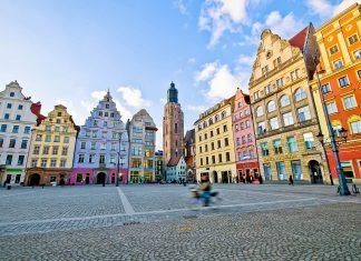 Der Marktplatz in der polnischen Stadt Wroclaw (Breslau) im Westen Polens zählt zu den schönsten Plätzen Europas - © Pablo77 / Shutterstock