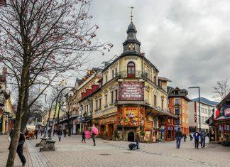 Das Leisten-Haus im Stadtzentrum von Zakopane stammt aus dem Jahr 1900 und wird heute als Hotel genutzt, Polen - © marekusz / Shutterstock
