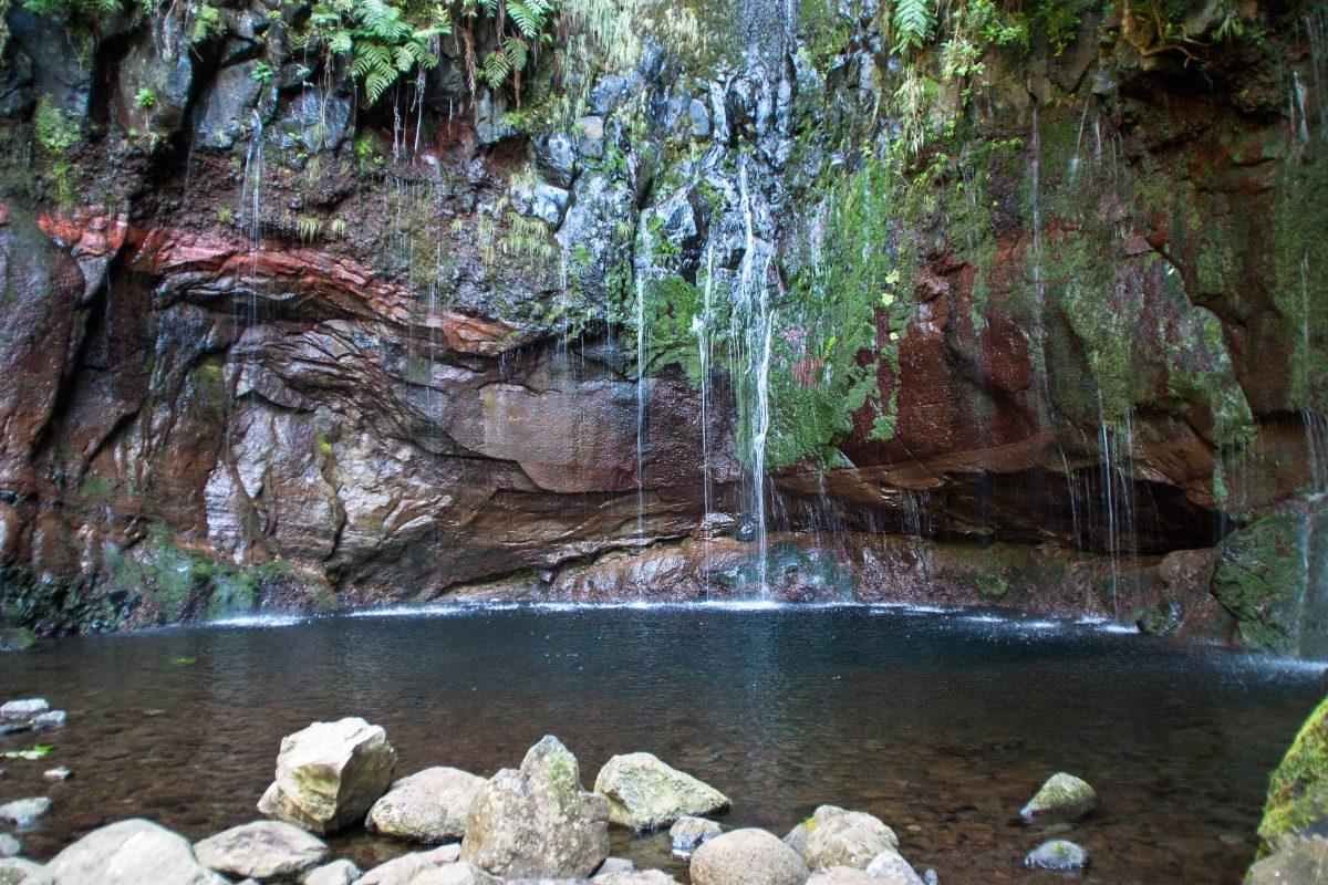 "Atemberaubendes Ziel am Ende des Wanderweges ""Levada des 25 Fontes"", Madeira, Portugal - © Pixler / Fotolia"