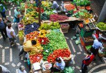 """Der Mercado dos Lavradores (""""Bauernmarkt"""") von Funchal ist für jeden Funchal-Besucher ein absolutes Muss, Portugal - © artur / Shutterstock"""