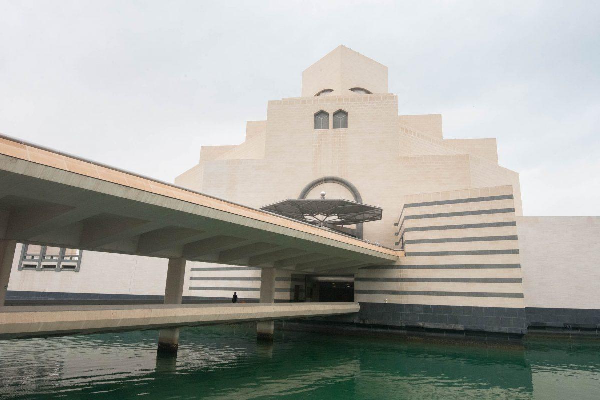 Der Haupteingang zum Museum für Islamische Kunst in Doha, Qatar - © FRASHO / franks-travelbox