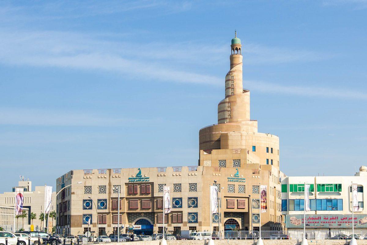 Die markante Form des FANAR Gebäudes macht die auffällige Moschee schon von weitem sichtbar, Doha, Katar - © FRASHO / franks-travelbox