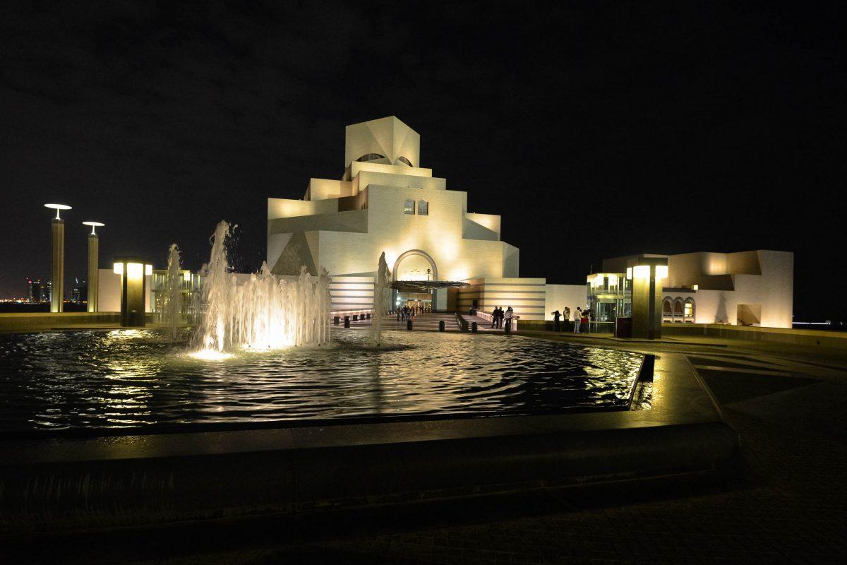 Wer die Möglichkeit hat, sollte sich einen Besuch des Museums für Islamische Kunst am Abend bzw. in der Nacht nicht entgehen lassen. Doha, Katar/Qatar - © FRASHO / franks-travelbox