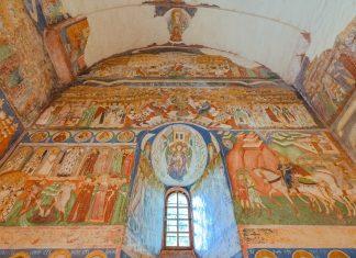 47 verschiedene Farbschattierungen lassen die kunstvollen Fresken der Klosterkirche Arbore in Rumänien regelrecht lebendig erscheinen - © FRASHO / franks-travelbox