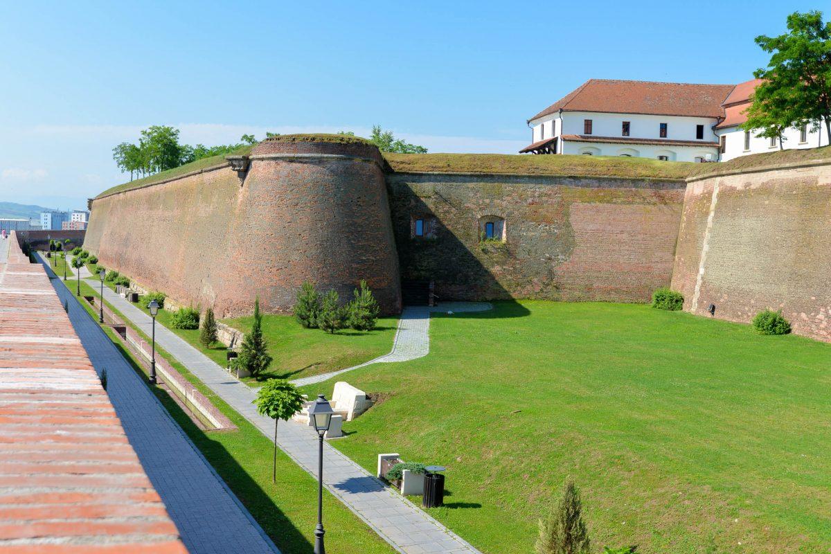 """Im """"Weg der drei Festungen"""" können die drei Bauepochen der Festungsanlage von Alba Iulia nachvollzogen werden, Rumänien - © FRASHO / franks-travelbox"""