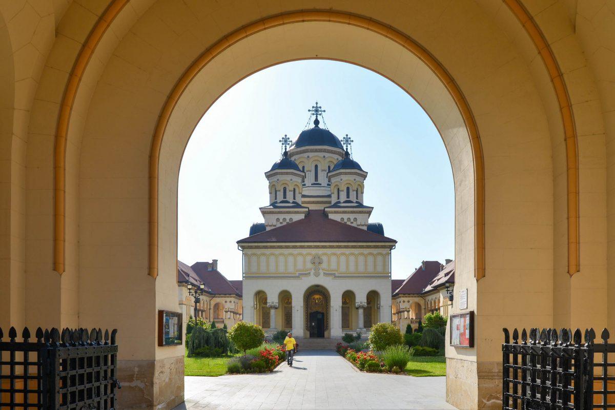 Die prächtige Orthodoxe Kathedrale von Alba Iulia wurde im Jahr 1922 für die Krönung von Ferdinand I. und Maria als Königspaar des neuen Rumänien errichtet - © FRASHO / franks-travelbox
