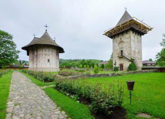 An der Klosterkirche von Humor im Norden von Rumänien können die ältesten Fresken aller Moldauklöster der Bukowina bestaunt werden - © FRASHO / franks-travelbox