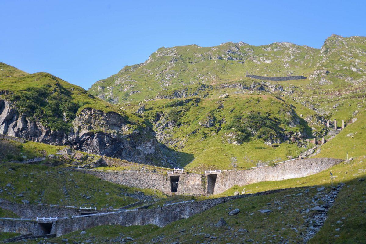 An der Transfăgărășan liegt mit dem 887m langen Bâlea-Tunnel unter dem Berg Paltinu der höchste und längste Tunnel Rumäniens - © FRASHO / franks-travelbox