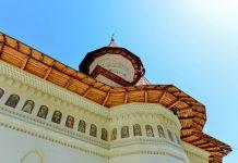 Aufgrund seiner hohen Bedeutung als orthodoxes Zentrum der Region und seiner bewegten Geschichte ist das Kloster Râmeț in Rumänien ein vielbesuchter Wallfahrtsort - © FRASHO / franks-travelbox