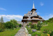 Das Kloster von Bârsana zählte einst zu den wichtigsten Klöstern der Maramureș und heute zu den schönsten Eichenholzbauten Rumäniens - © FRASHO / franks-travelbox
